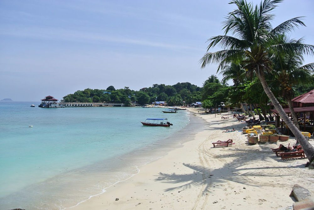 "Coral Bay, Perhentian Kecil, Malaysia. (Urheber: DTravel AU / Wiki / Lizenz: <a href=""http://creativecommons.org/licenses/by-sa/3.0/deed.de"" target=""_blank"">CC</a>)"