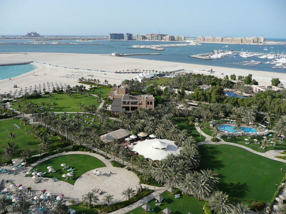 """Blick auf """"Atlantis, The Palm"""" and """"Palm Jumeirah"""", Dubai. (Urheber: <a href=""""http://commons.wikimedia.org/wiki/User:CT_Cooper/Galleries"""" target=""""_blank"""">Christopher T Cooper</a>)"""