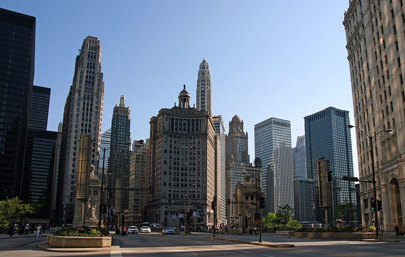 Ende der Magnificent Mile in Chicago (Bild: Bert Kaufmann, Wikimedia, CC)