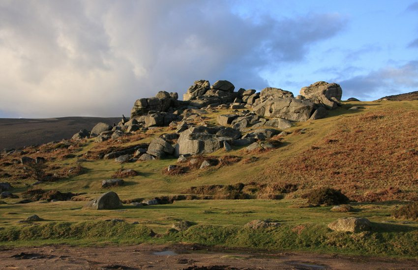 Bonehill Rocks bei Widecombe-in-the-Moor (Bild: Guy Wareham, Wikimedia, CC)