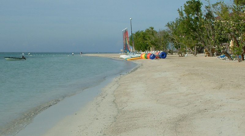 Whitehouse Beach, Sandals European Village and Spa, Jamaica. (Bild: Op. Deo, Wikimedia)