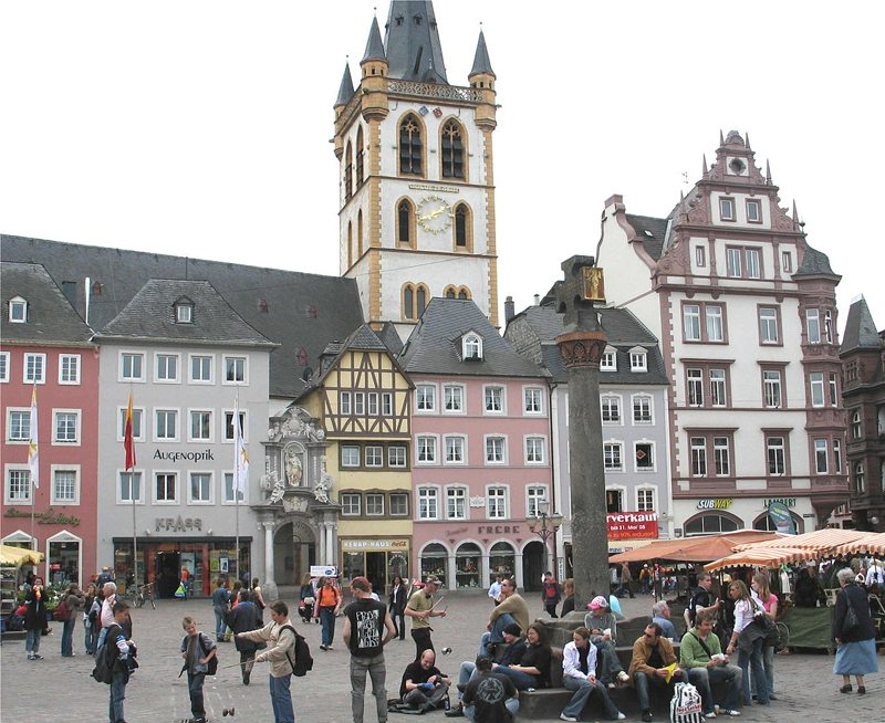 Hauptmarkt in Trier (Bild: Johnny Chicago, Wikimedia, CC)