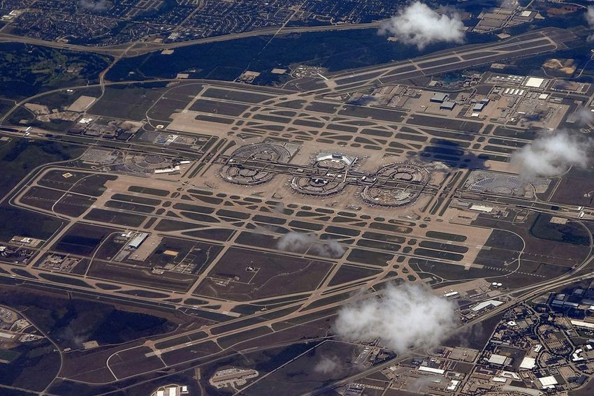 Dallas/Fort Worth International Airport (Bild: ERIC SALARD, Wikimedia, CC)