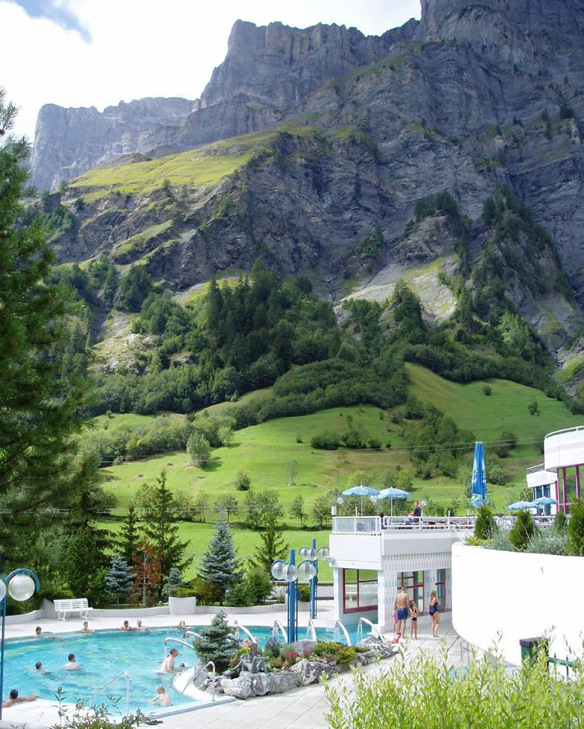 Therme in Leukerbad (Bild: Jess & Peter, Wikimedia, CC)
