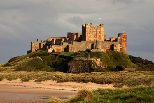 Bamburgh Castle in Northumberland (Bild: © Paul Broadbent - shutterstock.com)