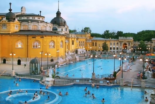 Széchenyi-Bad in Budapest (Bild: MarKord – Shutterstock.com)
